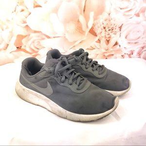 Nike tanjun gray silver running shoes girl size 2